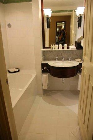 Raffles Hotel Le Royal: Toilet