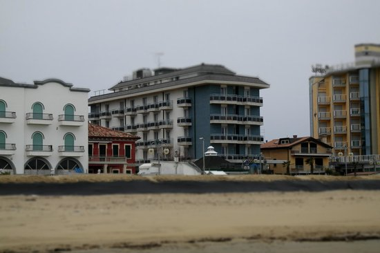 Hotel Adlon: Hôtel ADLON vu de la mer
