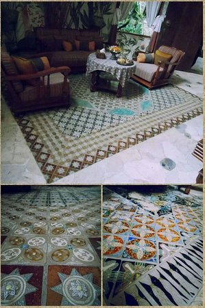 Widayanto Ceramic House: At the artist's gorgeous home - the beautiful ceramic works in the living room!