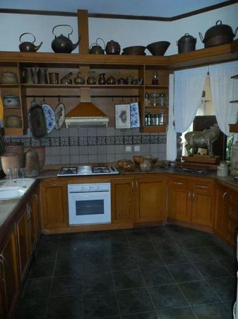 Widayanto Ceramic House: At the artist's gorgeous home - the pretty kitchen!
