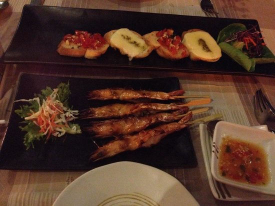 Bamboo Kitchen : Mix bruschetta and prawn skewers