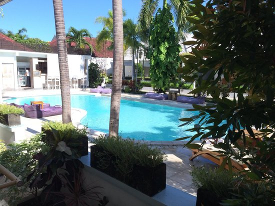 Kutaville : A step to the pool area