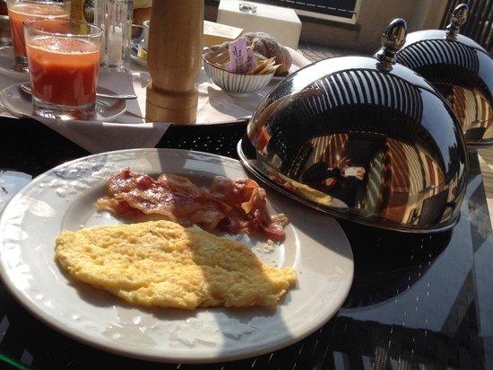 Hotel Dei Giardini: Omelette e pancetta a colazione...da provare!!!