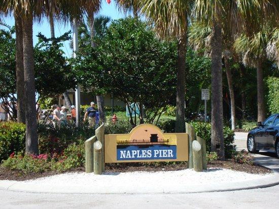 Naples Pier : Entrance