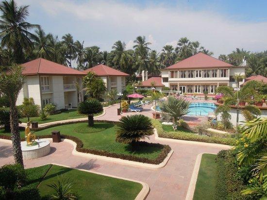 Radhika Beach Resort: vue de la chambre, piscine