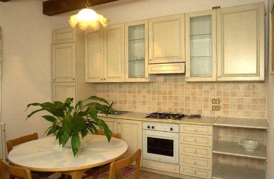 Agriturismo Le Rondini a Padova: cucina di un appartamento a due piani