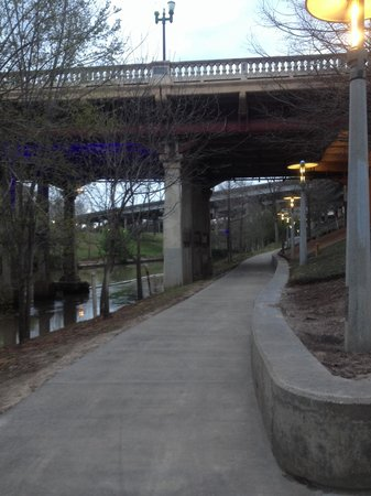 Allen Parkway Loop: Blue lights indicate you are now heading downtown where trail ends