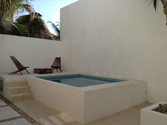 Hotel Latino: The pool - to relax and cool down in