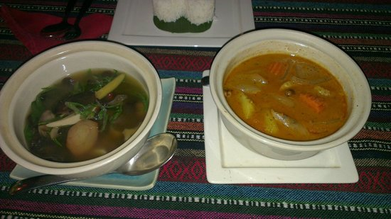 Paak Dang: Mushroom curry and Mussaman curry