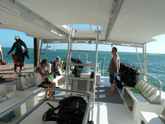Belize Underwater : Heading Out