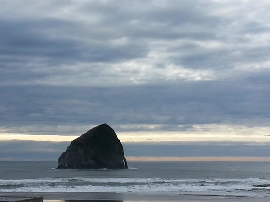 Inn At Cape Kiwanda : Haystack Rock