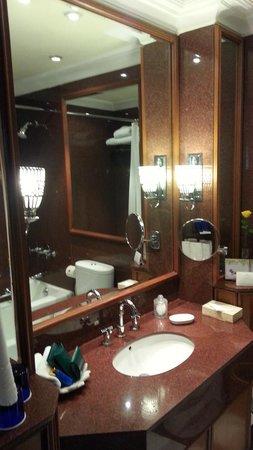 The Oberoi : bath
