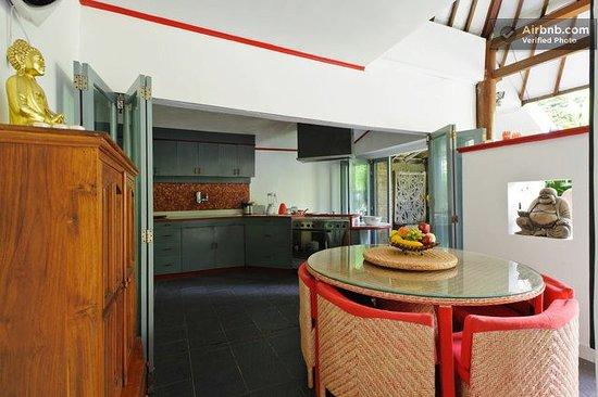 Ambika Villa: Kitchen