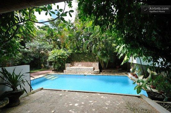 Ambika Villa: SW pool