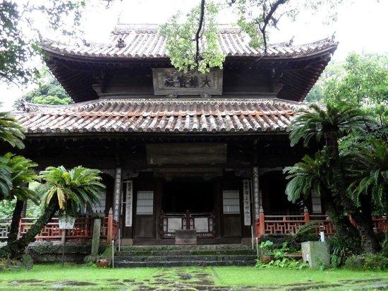 Shofukuji Temple: 木造の趣がある寺院です。