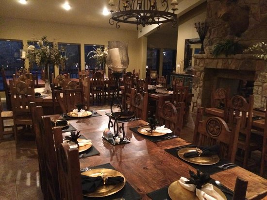 Waelder, TX : Dining area in the main lodge