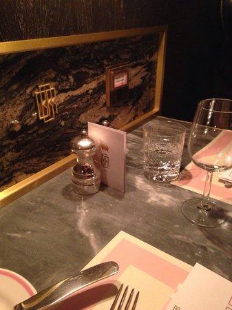 Bob Bob Ricard : Press for champagne button & tables