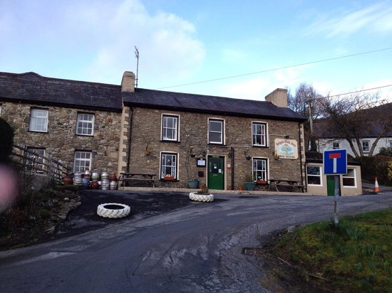 The Royal Oak Inn: Front of the royal oak