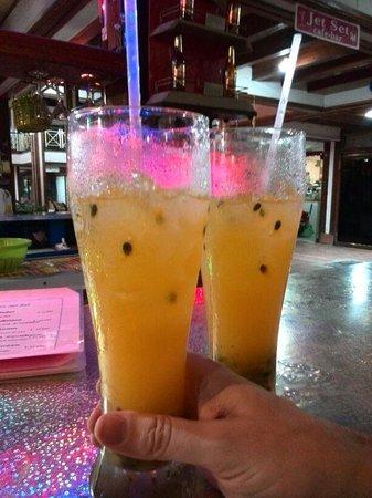 Cafe Bar Jet Set : cocktails