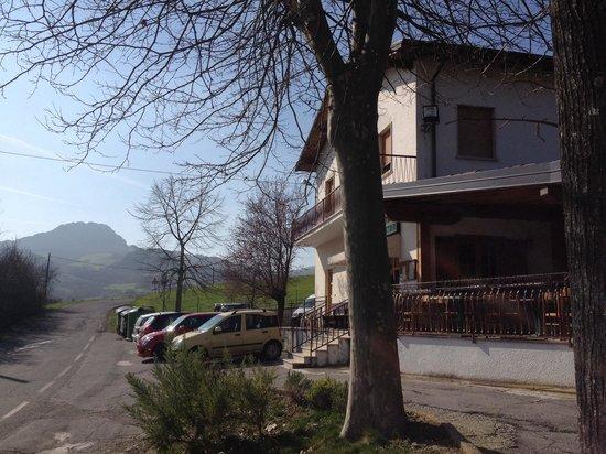 Trattoria I Pastori : Scattata i primi di marzo, posto piccolo con aria fresca e bel paesaggio !