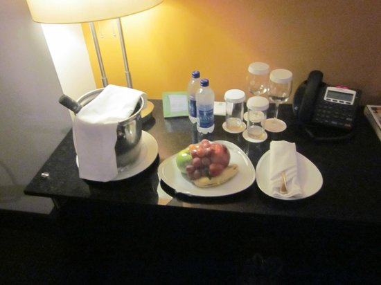 Holiday Inn Santo Domingo: Our last night they offered us the meal and send the wine in the room