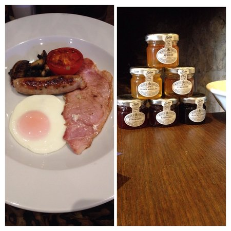 The Royal Oak Inn: The very nice filling breakfast! As well as toast and a choice of cereals etc.