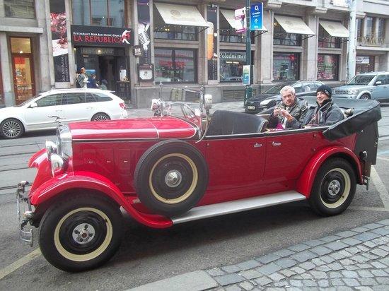 Prague History Trip: au départ, nous trinquons avec du champagne tchèque ...