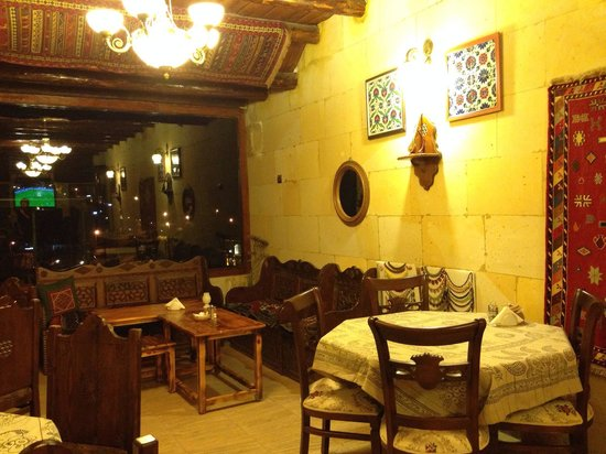 Vineyard Cave Hotel : Breakfast area