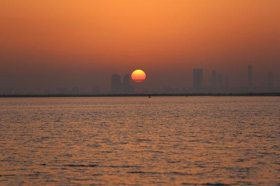 Captain Tony's: Sunset over the city