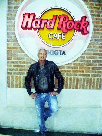Hard Rock Cafe : immancabile la foto ricordo accanto al marchio