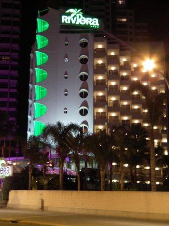 Riviera Beachotel: Changing light show!