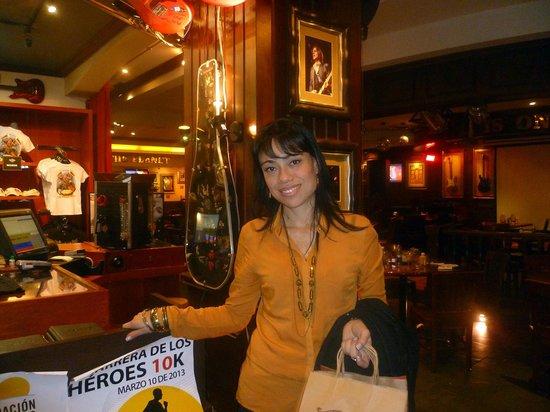 Hard Rock Cafe : immancabila lo shopping  gadget, t-shirt , giubbotti