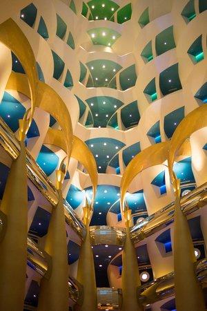 Burj Al Arab Jumeirah: Lobby looking up