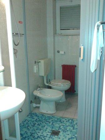 Hotel Monaco: che strana la doccia in mezzo!