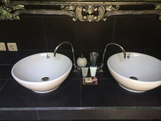 Scallywags Resort: Bathroom