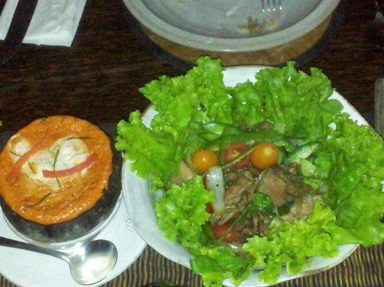 The Sugar Palm: Amok in coconut shell, Warm beef salad