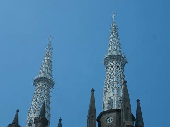 Jakarta Cathedral: The beautifully unusual steeples..