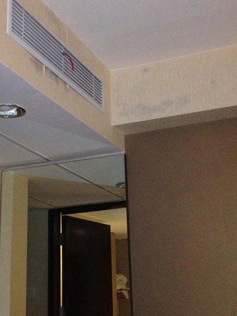 Atanaya Hotel: Moldy rooms