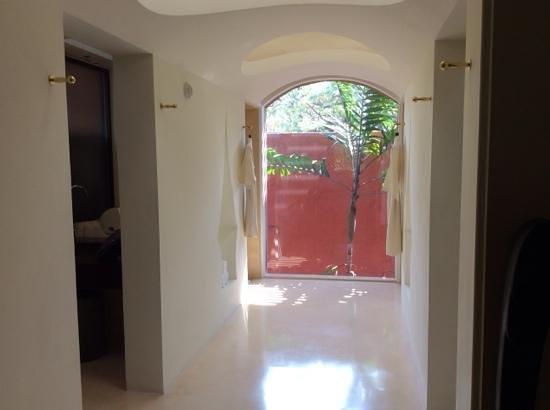 Hyatt Regency Hua Hin : bath room and dressing area
