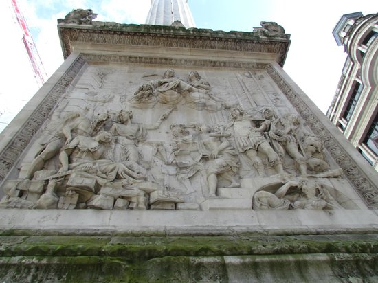 The Monument to the Great Fire of London : Monument