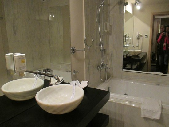 Capitolina City Chic Hotel: Bathroom of French room