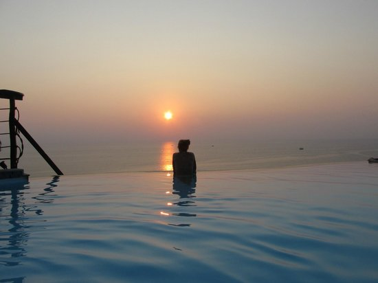 Aminjirah Resort: Sunset Pool <3