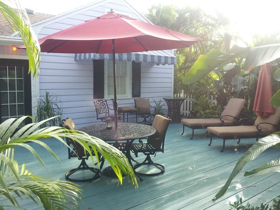 Casa Grandview West Palm Beach: Patio behind house