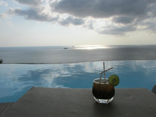 Aminjirah Resort: Mojito at the pool
