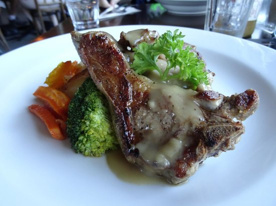 Old Mountaineers' Cafe, Bar and Restaurant : Chef's special: Grilled lamb chop