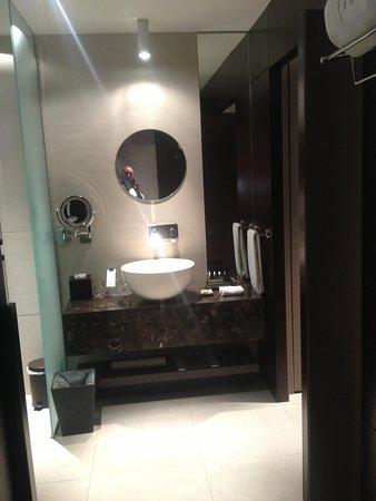 The Canvas Dubai Hotel: Bathroom 3