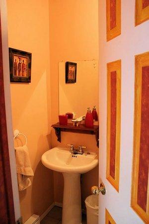 Au Saut Du Lit : 'Amaryllis' Room Bathroom