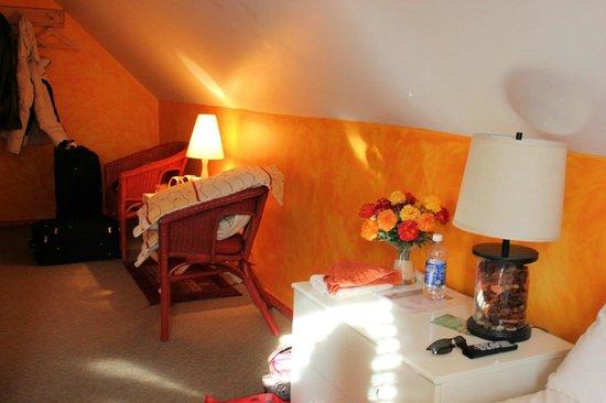 Au Saut Du Lit : 'Amaryllis' Room, view from bed