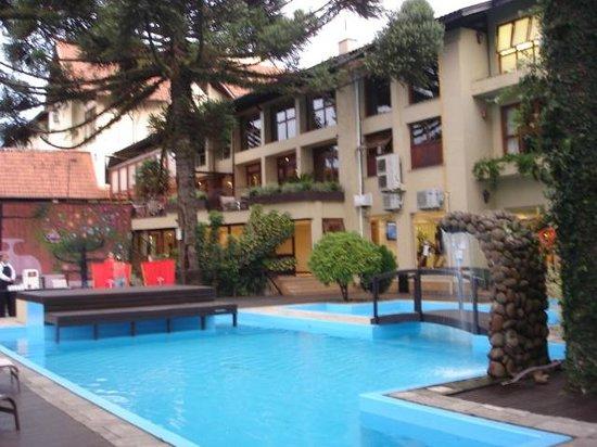 Wish Serrano Resort & Convention: parte da piscina
