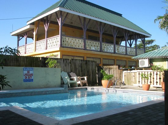Country Country Beach Cottages: New Restaurant from pool.